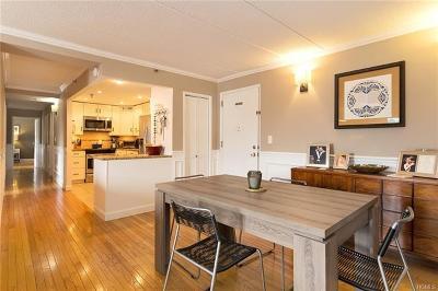 Mamaroneck Condo/Townhouse For Sale: 123 Mamaroneck Avenue #402