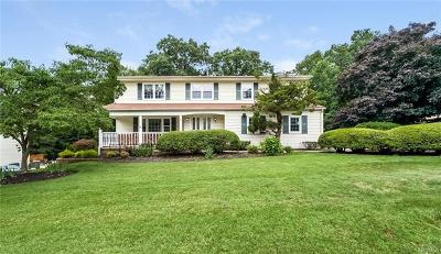 Single Family Home For Sale: 68 Minuteman Circle