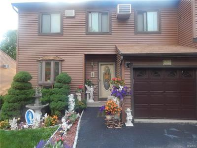 Fishkill Condo/Townhouse For Sale: 37 Bayberry Circle