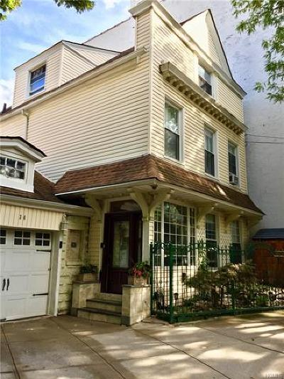 New York Single Family Home For Sale: 34 Ft. Charles Place