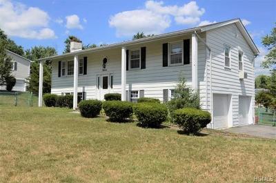 Fishkill Single Family Home For Sale: 15 Nantucket Drive