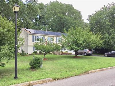 New Windsor Single Family Home For Sale: 7 Creamery Drive
