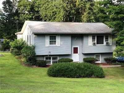 Middletown Single Family Home For Sale: 48 Nicole Place