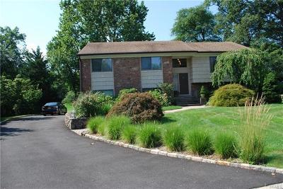New Rochelle Single Family Home For Sale: 42 Pondview Lane