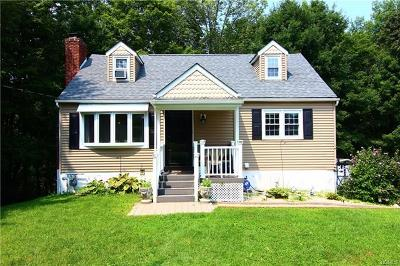 Middletown Single Family Home For Sale: 6 Howard Drive