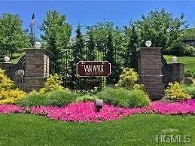 Fishkill Condo/Townhouse For Sale: 416 Saratoga Lane