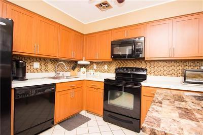 Pomona Single Family Home For Sale: 141 Buckingham Court