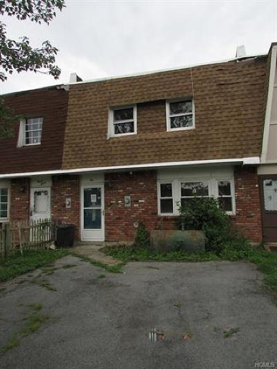 Middletown Single Family Home For Sale: 96 Sarah Lane