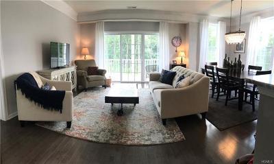 Danbury Condo/Townhouse For Sale: 127 Center Meadow Lane