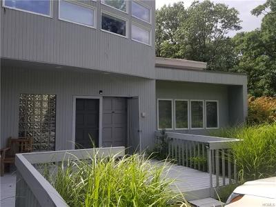 Monroe Single Family Home For Sale: 129 Cromwell Hill Road