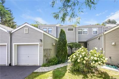 Westchester County Condo/Townhouse For Sale: 285 Horseshoe Circle