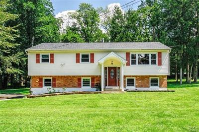 Single Family Home For Sale: 10 Laurel Lane