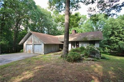 Armonk Single Family Home For Sale: 84 Round Hill Road