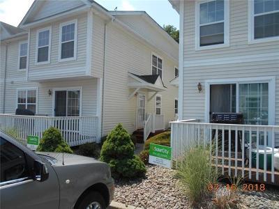 Middletown Condo/Townhouse For Sale: 99 Jordan Lane