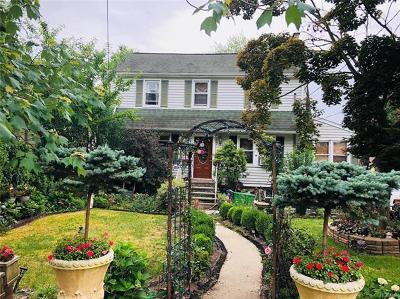White Plains Single Family Home For Sale: 77 Walton Avenue