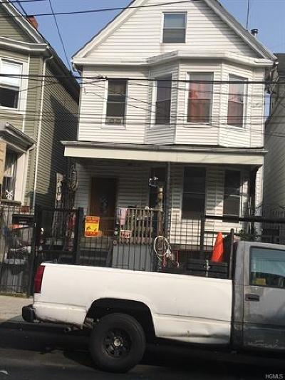 Bronx Single Family Home For Sale: 2482 Elm Place