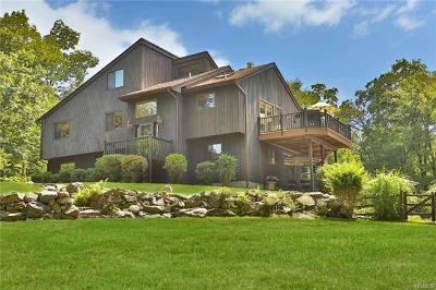 Cortlandt Manor Single Family Home For Sale: 2 Boulder Drive