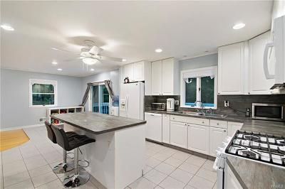 Suffern Single Family Home For Sale: 4 Heights Road