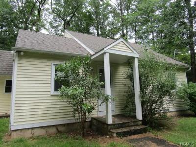 Pine Bush Single Family Home For Sale: 30 Forest Glen Road