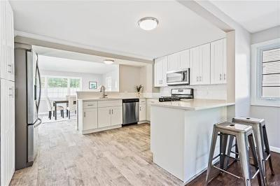 Nanuet Single Family Home For Sale: 83 Blauvelt Road