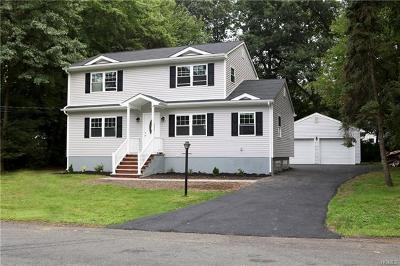 Single Family Home For Sale: 11 Bellows Lane