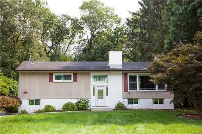 Hyde Park Single Family Home For Sale: 8 Robert Drive