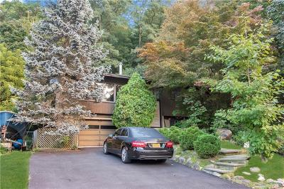 White Plains Single Family Home For Sale: 74 Greenwood Lane