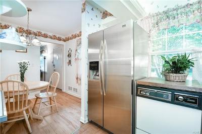Scarsdale Single Family Home For Sale: 31 Dogwood Drive