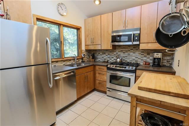 3 bed / 2 full, 1 partial baths Home in Croton-On-Hudson for $569,900