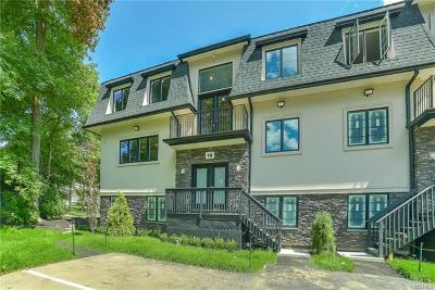 Condo/Townhouse For Sale: 16 Challenger Court