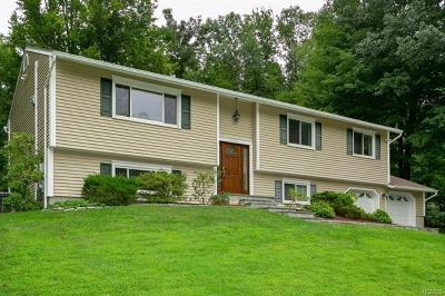 Yorktown Heights Single Family Home For Sale: 1500 Pine Brook Road