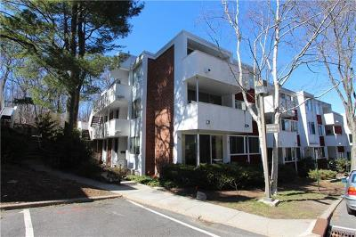 Hartsdale Condo/Townhouse For Sale: 404 Tallwood Drive #404