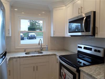 Yorktown Heights Condo/Townhouse For Sale: 20 Hastings Court #A