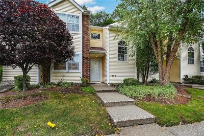 Middletown Condo/Townhouse For Sale: 59 Brick Pond Road