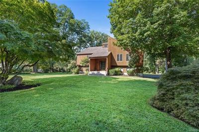 Westchester County Single Family Home For Sale: 13 Meadow Park Road