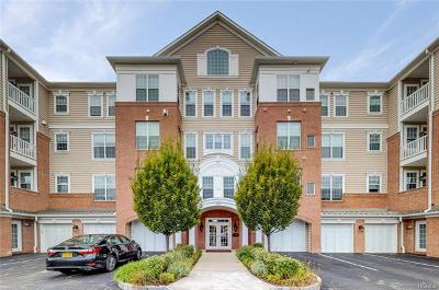 Fishkill Condo/Townhouse For Sale: 125 Regency Drive