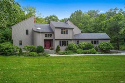Westchester County Single Family Home For Sale: 24 Waterbury Way