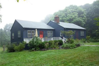 Westchester County Single Family Home For Sale: 12 Upland Lane