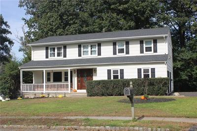 Single Family Home For Sale: 44 Minuteman Circle