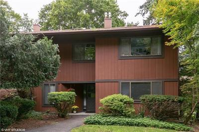 Tarrytown Condo/Townhouse For Sale: 489 Martling Avenue #489