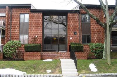 Pomona Condo/Townhouse For Sale: 6 Charles Lane #2D