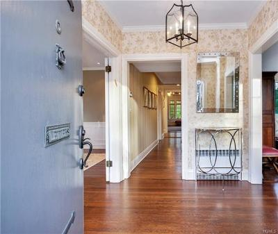 New Rochelle Single Family Home For Sale: 383 Beechmont Drive
