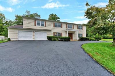 Nanuet Single Family Home For Sale: 1 Essex Court
