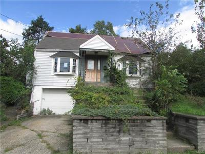 Newburgh Single Family Home For Sale: 202 Overlook Place