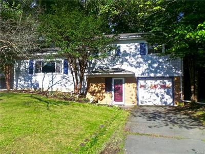 Middletown Single Family Home For Sale: 18 Winthrop Avenue