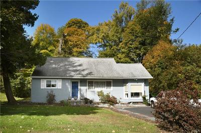 Cortlandt Manor Single Family Home For Sale: 87 Waterbury Parkway