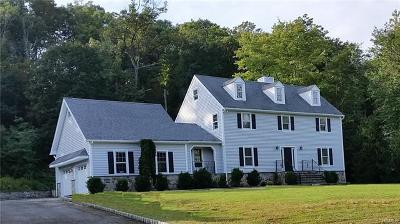 Chappaqua Single Family Home For Sale: 4 Gatwick Court