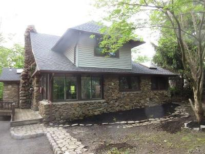 Greenwood Lake Single Family Home For Sale: 19 Bluff Avenue