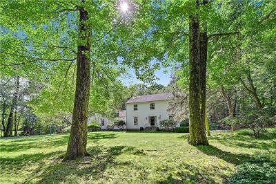 Bedford Single Family Home For Sale: 22 Cartway Lane West