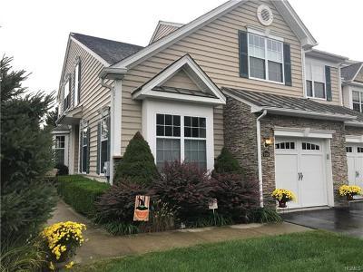 Fishkill Single Family Home For Sale: 708 Huntington Drive
